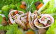 Fleischroulade auf Salat