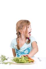 Mädchen will kein Gemüse essen