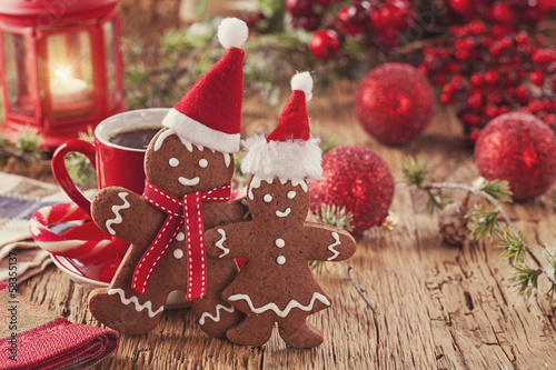 Christmas gingerbread men - 58355137