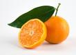 Mandarini maturi isolati su sfondo bianco