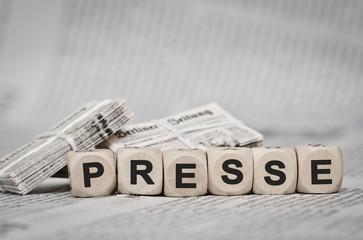 Presse - Zeitungsstapel
