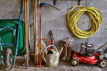 garden shed with all the tools in the gardener