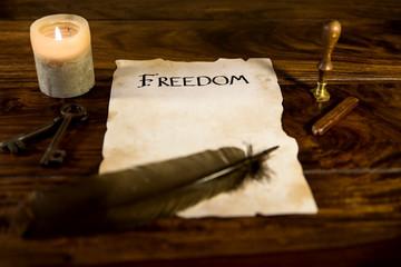 altes dokument mit dem wort freedom