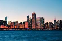 Skyline von Chicago in der Abenddämmerung