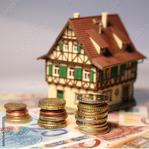 Haus mit Euros - Quadratisch