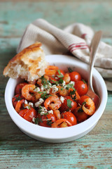 Cherry tomatoes with roasted shrimps and feta