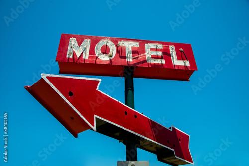 Foto op Plexiglas Retro Vintage, neon, red hotel sign with a red arrow