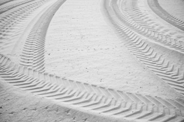 Intersected tyre tracks