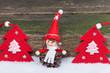 Weihnachtskarte rot weiß vor Holz