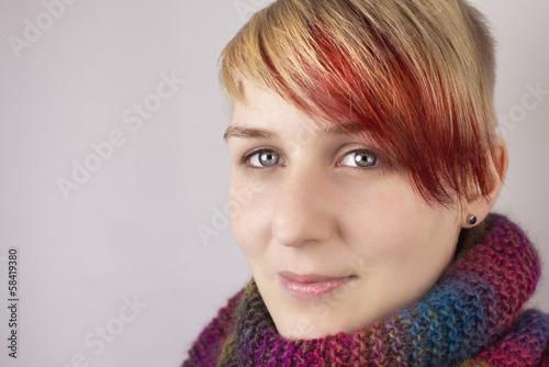 Portrait Mädchen mit Schal