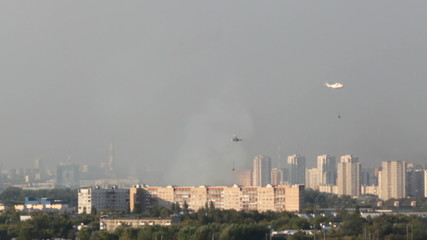 Helicopters put out a big fire in the city. Timelapse