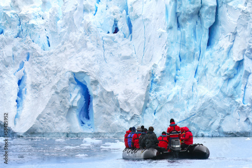 Fotobehang Antarctica Zodiac Exkursion to Antarctic Glacier Scenery