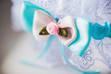 A white linen garter