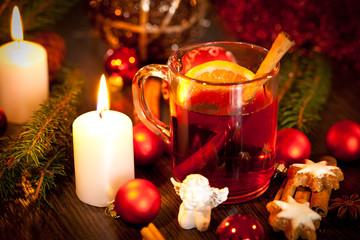 heisser aromatischer glühwein punsch mit orangen und zimt
