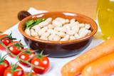 Piatto di fagioli con verdure