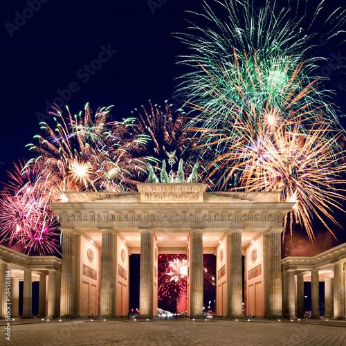 Leinwanddruck Bild Feuerwerk am Brandenburger Tor in Berlin