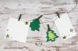 Zettel mit Weihnachtsdeko