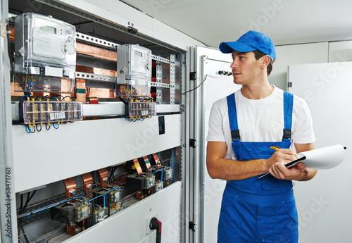 electrician worker inspector - 58471768
