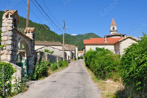 rue traversant un village  Diois