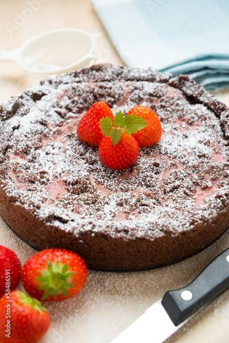 Schokoladentorte mit frischen Erdbeeren