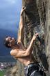 free climber su strapiombo, alpi italiane