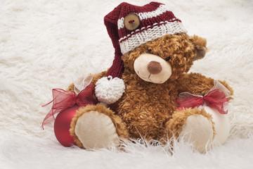 Morbido e tenero orsetto natalizio