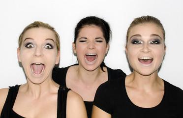 Drei attraktive Frauen mit smokey eyes