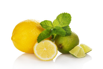 Whole citrus, slices of citrus and mint