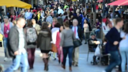 Menschen in Einkaufstraße