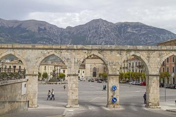 Piazza Garibaldi mit Aquädukt;