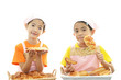 パン作りを楽しむ女の子