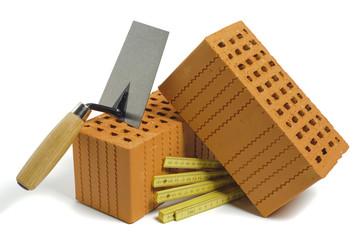Ziegelstein und Werkzeug für Hausbau