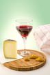 Weinglas mit Käse 3