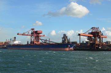 minéralier au port