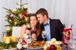 weihnachtsessen familie paar