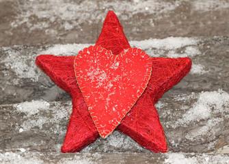 Winterdeko - Stern und Herz auf Holz mit Schneeflocken