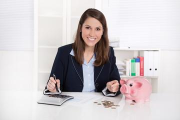 Rendite - Frau freut sich über Ersparnis