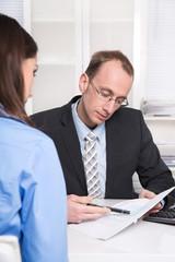 Beratungsgespräch bei der Versicherung oder Bank