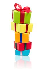 bunte Geschenke übereinander gestapelt