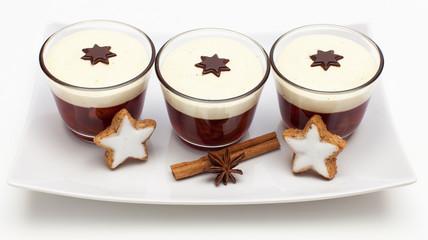 Weihnachtliches Dessert mit Sternen
