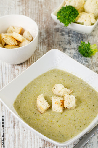 Broccoli, potato and cheese cream soup