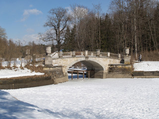 Pavlovsk. Viskontiyev Bridge through the river the Slavyanka