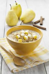 Porridge with pear and cinnamon