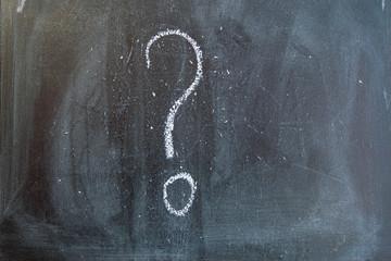 Znak zapytania na tablicy