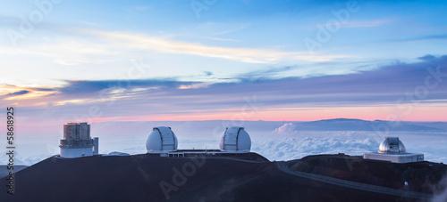Aluminium Vulkaan Four observatoriesat sunset, Hawaii