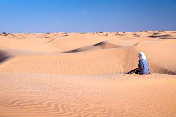 Touareg dans les dunes, Grand erg oriental, Tunisie