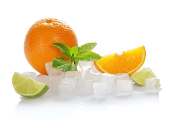 Ice cubes, oranges, mint and lime slices