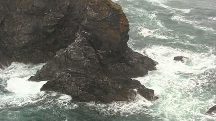 rocher et vagues