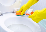 Fototapety Hands on yellow gloves cleaning a WC