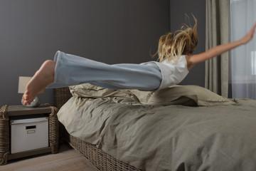 Saut sur un lit